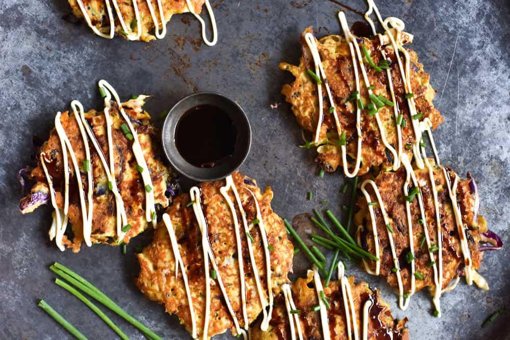 Okonomiyaki (panqueca japonesa)